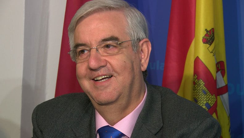 El ex alcalde Enrique Jiménez reta a la Alcadesa a comparar la nómina de ambos