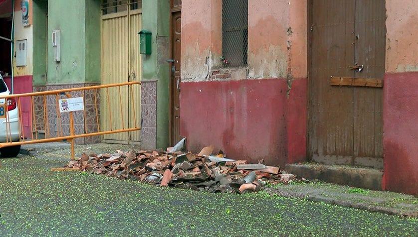 El Ayuntamiento intenta reabrir lo antes posible la calle cortada en Plaza del Rollo