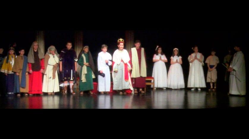 El Teatro Vico se quedó pequeño para el estreno del Prendimiento Infantil