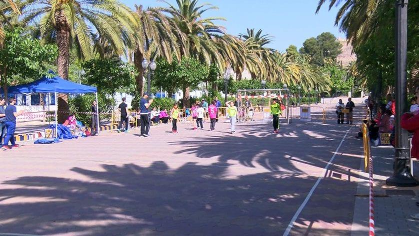 El paseo Poeta Lorenzo Guardiola fue el escenario del 'Pequebalonmano'