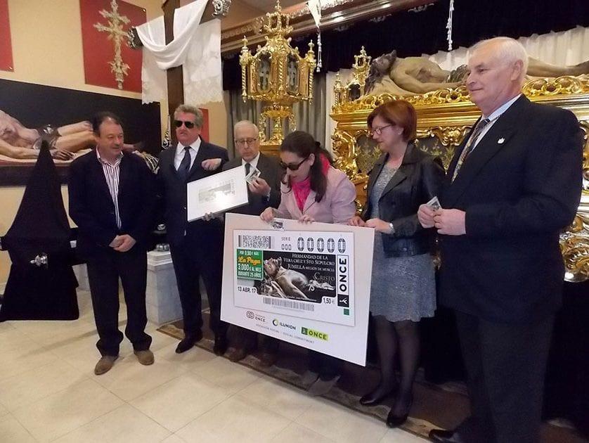 Presentado el cupón de la ONCE dedicado al 75 aniversario de la Vera Cruz y Santo Sepulcro de Jumilla