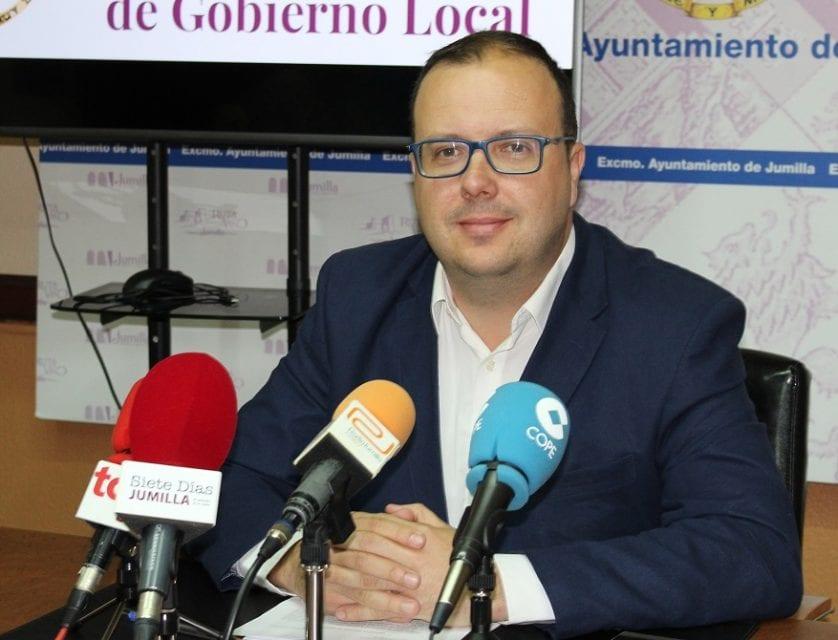 El Ayuntamiento va a adaptar los aseos del Mercado Central y a reparar el local social del Mercado de San Juan