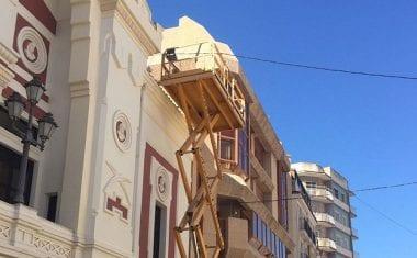 El Ayuntamiento repara las goteras y humedades del hall de la zona de palcos y general del Teatro Vico