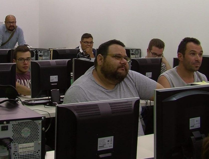Cruz Roja imparte un curso de electricidad para personas con dificultad social