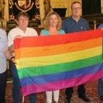 Colocada bandera del Orgullo LGTBI en el balcón del Ayuntamiento de Jumilla