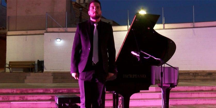 Magistral concierto de piano del joven Javier Bas coincidiendo con el aniversario del fallecimiento de don Julián