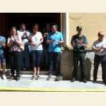 Emotivo minuto de silencio en la puerta del Ayuntamiento en el 20 aniversario del asesinato del concejal Miguel Ángel Blanco