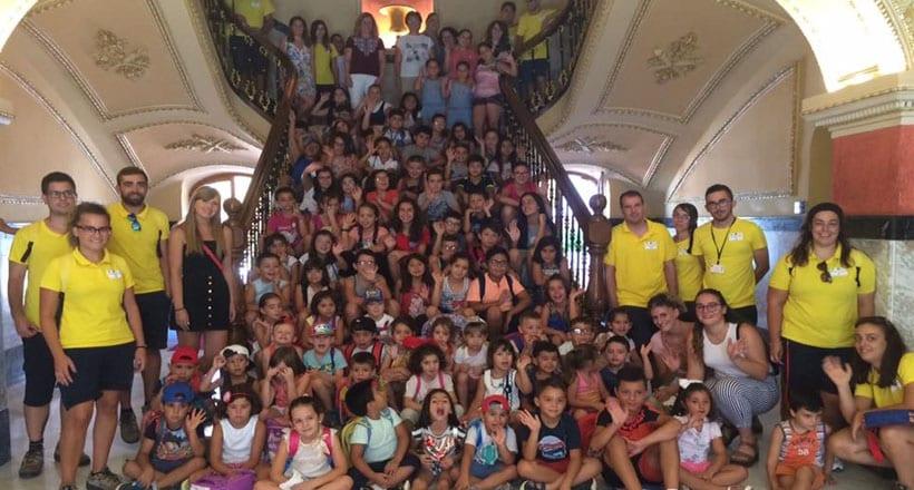 Los alumnos de las Escuelas Vacacionales de Conciliación visitan el Ayuntamiento de Jumilla