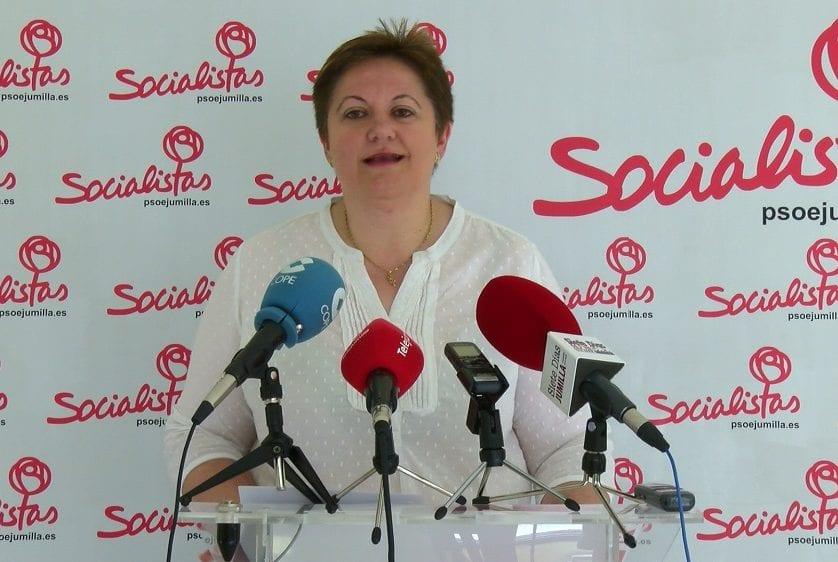 La diputada regional Yolanda Fernández se solidariza con el colectivo LGTB ante la pintada homófoba