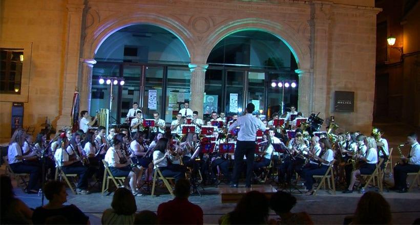 Agradable noche de verano en la Plaza de Arriba con el XX Festival de Bandas de Música de la Asociación Julián Santos