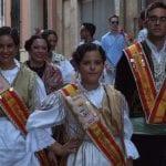 Catorce delegaciones festeras de otras localidades participaron en la Ofrenda de Uvas y Primer Mosto al Niño de las Uvas