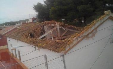 Se derrumba la cubierta de la escuela de la Fuente del Pino