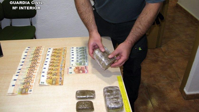 La Guardia Civil detiene in fraganti a dos presuntos traficantes de droga en Jumilla