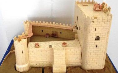 Internos del Centro Campos del Río construyen una maqueta del Castillo de Jumilla