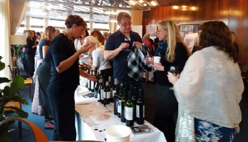 Varias bodegas de la Región promocionan los vinos en Suecia
