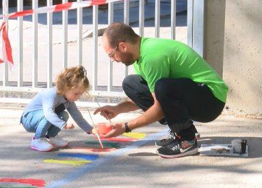 niña-pintando