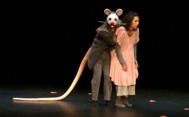 El espectáculo de teatro-danza 'Alicia' llegó ayer al Vico