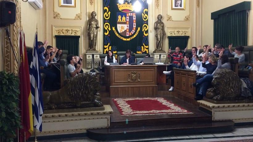 El Ayuntamiento estudiará los cortes de luz que afectan desde hace meses al alumbrado público