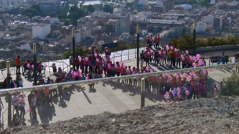 Con la Marcha Solidaria Contra el Cáncer de Mama que ayer subió al Castillo finaliza la semana de actividades sobre esta enfermedad