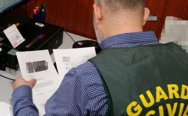 La Guardia Civil esclarece medio centenar de estafas en la contratación de pólizas de seguro para vehículos