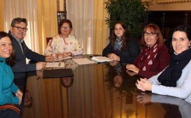 Firmado convenio con la Cofradía del Rollo para los gastos por su 75 aniversario