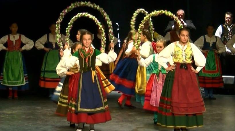 La XIII Muestra Infantil de Folklore cautivó al público que acudió al Teatro Vico