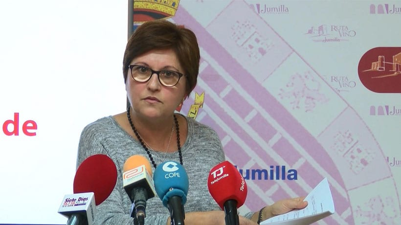 La alcaldesa no ve normal que la CARM no la invite a un acto institucional