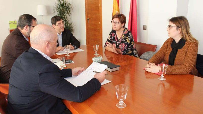 La alcaldesa trasmite al consejero de Salud las principales necesidades de Jumilla