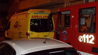 incendio-piso-jumilla-bomberos-ambulancia