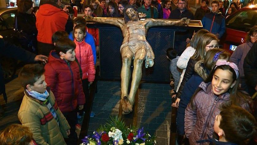 Los niños los protagonistas de la bajada del Cristo de la Reja