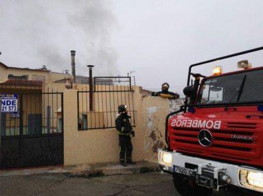 bomberos-en-vivienda-afectada