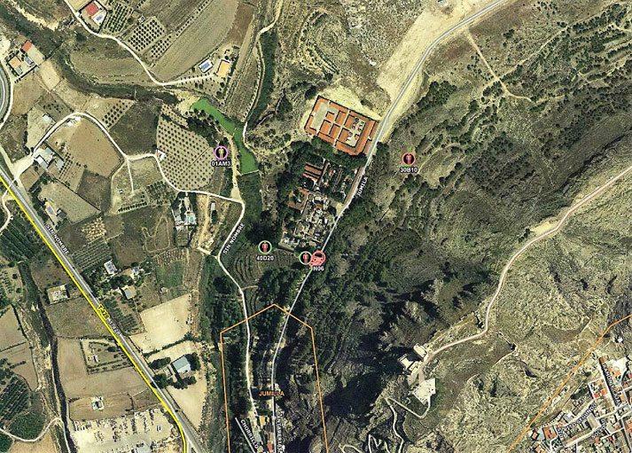 Incendio en Jumilla próximo al Cementerio y a varias viviendas
