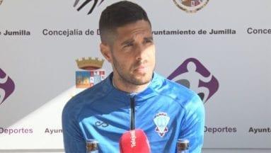 Carlos García jugador del Fútbol club Jumilla en rueda de prensa