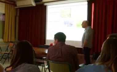 José Manuel Marín trabaja con los alumnos IES Infanta Elena sobre agricultura sostenible en el aula