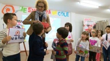 Directora entrega premios alumnos Cruz Piedra Jumilla