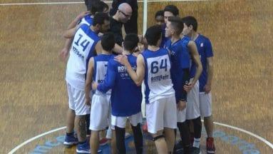 Plantilla del club de baloncesto jumilla tras victoria en casa