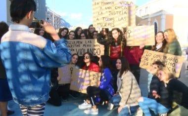 Un centenar de personas se manifestaron a ritmo de rap contra la sentencia a 'La Manada'