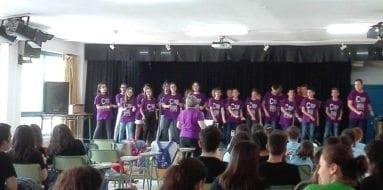 coro-carmen-conde-jumilla-actuacion-colegio