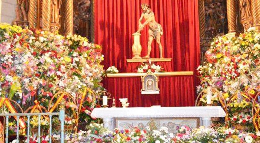 Llega la Ofrenda de Flores al Cristo Amarrado a la Columna