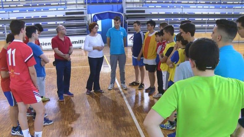 La Alcaldesa de Jumilla en el último entrenamiento de los infantiles de la escuela