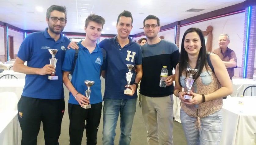 Dos victorias y un segundo puesto para los ajedrecistas del Club Coimbra