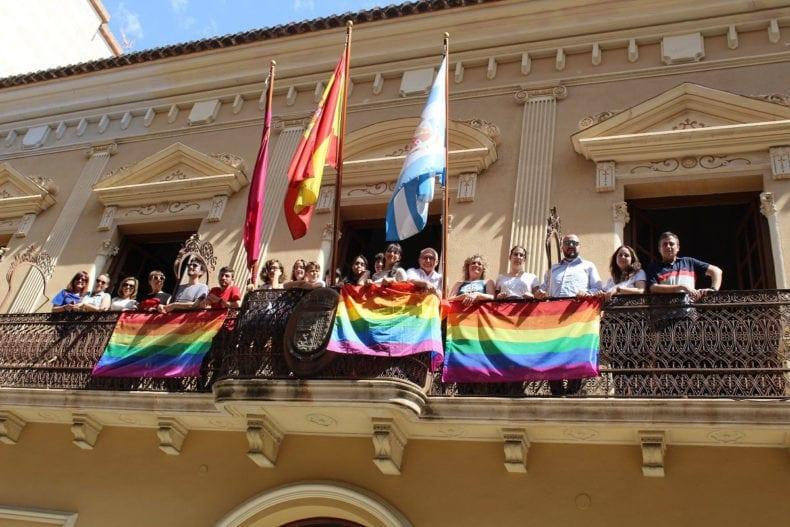 bandera-orgullo-gay-balcon-ayuntamiento-jumilla
