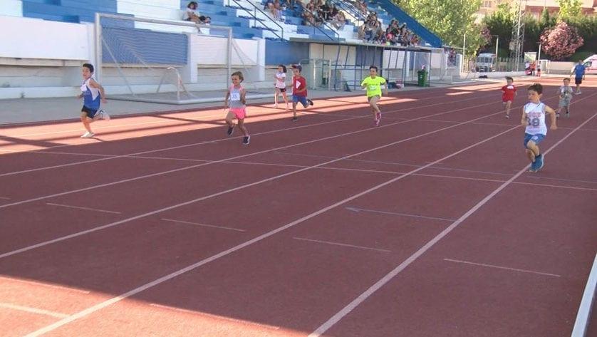 Casi un centenar de niños y niñas participaron en el 17 Torneo Local de Atletismo Base