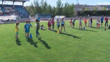 El Torneo Local de Atletismo Base está abierto a cualquier joven que quiera conocer este deporte