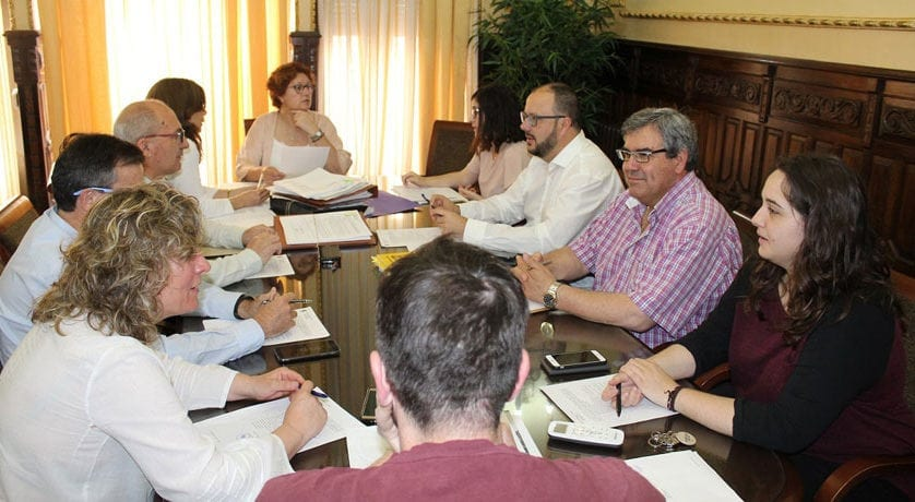 El Ayuntamiento adquiere juegos infantiles y deportivos para las pedanías de La Alquería y Fuente del Pino