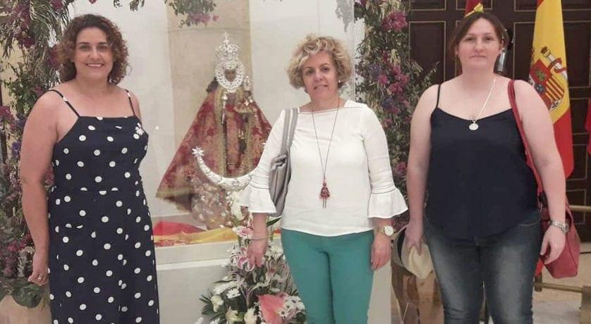 La Virgen de la Soledad participó en el acto benéfico 'Una puntada por la paz'