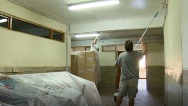 Operarios-pintando-en-el-colegio-Nuestra-Señora-de-la-Asunción