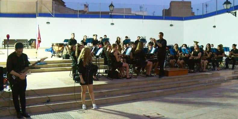 juvenil-interpreto-acdc-concierto-cruz-roja-jumilla