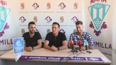 Pedro Asensio junto a los dos nuevos jugadores en su presentación