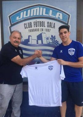 Juan Pizarro ha firmado hoy su contrato con el equipo